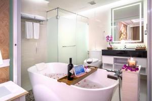 A bathroom at Amaranta Hotel