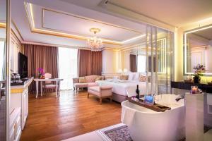A seating area at Amaranta Hotel