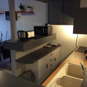 A kitchen or kitchenette at Appartement Richelieu