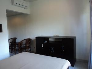 A bed or beds in a room at De Dukuh Guest House