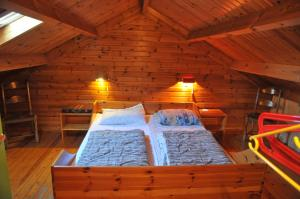 A bed or beds in a room at Swaens