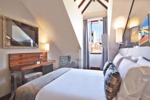 Cama ou camas em um quarto em TURIM Terreiro do Paço Hotel