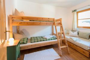 A bunk bed or bunk beds in a room at Landhaus Resinger