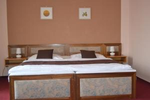 A bed or beds in a room at Hotel Zvíkov