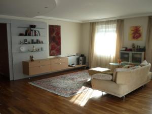 Ein Sitzbereich in der Unterkunft Book-A-Room Alpen Apartment Salzburg
