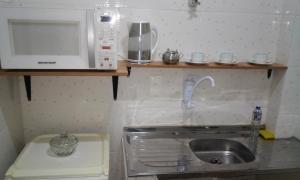 A kitchen or kitchenette at Studio no Centro de Florianópolis