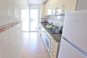 Een keuken of kitchenette bij RVHotels Apartamentos Villa de Madrid