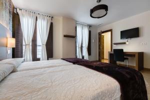 A bed or beds in a room at Hostal Arriola