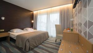 Een bed of bedden in een kamer bij Hotel Maxim