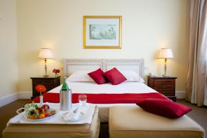 A bed or beds in a room at Mercure Catania Excelsior