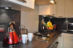 A kitchen or kitchenette at Westgate Apartments Birchlee