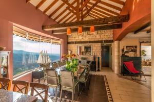A restaurant or other place to eat at Oceania & Panorama Villas