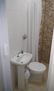 A bathroom at Studio no Centro de Florianópolis