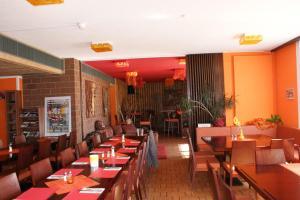 Ein Restaurant oder anderes Speiselokal in der Unterkunft Hotel Stille