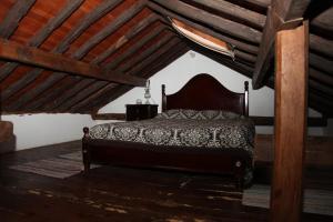 Uma cama ou camas num quarto em casa da Madrinha