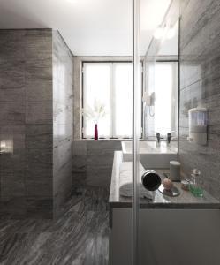 A bathroom at Lisbon Serviced Apartments - Baixa Castelo