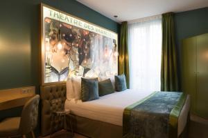 Un ou plusieurs lits dans un hébergement de l'établissement Hotel Les Bulles De Paris