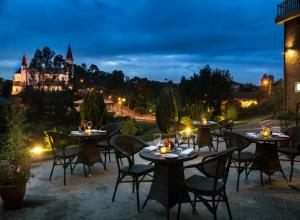 Un restaurante o sitio para comer en Solace Hotel Puerto Varas