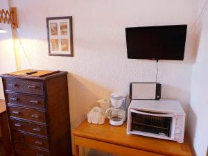 A television and/or entertainment center at Apartment Le Choucas