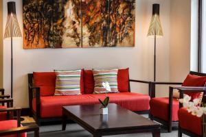Coin salon dans l'établissement Ramada Hotel & Suites by Wyndham Noumea