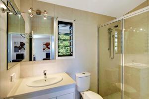 A bathroom at Aloha Ohana