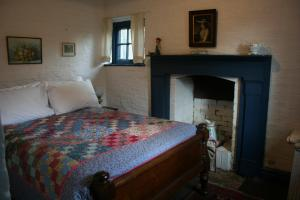 A bed or beds in a room at Brickendon