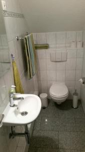 Ein Badezimmer in der Unterkunft Ferienzimmer Arth am See