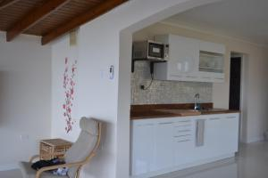 A kitchen or kitchenette at The Balcony