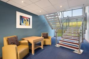 A seating area at Days Inn Hotel Telford Ironbridge