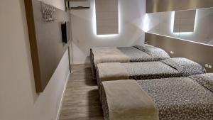 A bed or beds in a room at Hotel Palmas Executivo