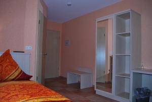 """Кровать или кровати в номере Hotel Gasthof """"Goldener Engel"""""""