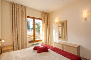 A bed or beds in a room at Apartments Malina