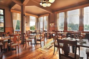 Un restaurante o sitio para comer en Hotel Naguilan