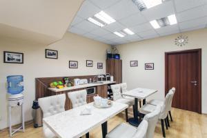 Um restaurante ou outro lugar para comer em Silvija House