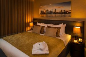 A bed or beds in a room at Genting Hotel at Resorts World Birmingham