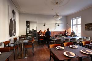 A restaurant or other place to eat at Hotel Monsieur Ernest