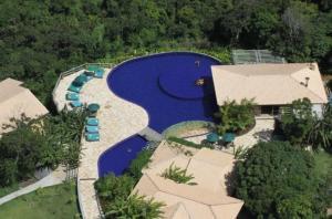 A bird's-eye view of Bangalô Villas do Pratagy com jacuzzi