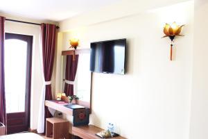 Télévision ou salle de divertissement dans l'établissement Sapa Dragon Hotel