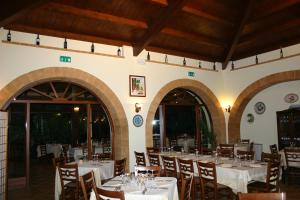 A restaurant or other place to eat at Agriturismo Le Arcate