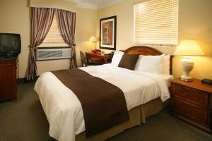 A bed or beds in a room at Hotel Brandwood