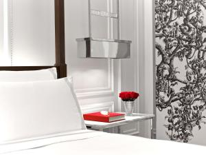 A bathroom at Baccarat Hotel and Residences New York