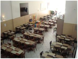 A restaurant or other place to eat at Hotel QualitySul