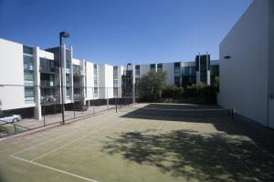 Tennis and/or squash facilities at Quest Flemington or nearby