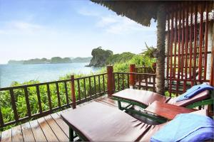 A balcony or terrace at Monkey Island Resort