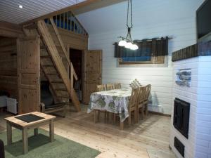 A seating area at Vuokatinmaa Holiday Apartments