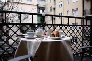 A balcony or terrace at iH Hotels Milano Regency