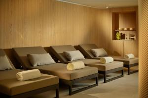A seating area at Crystal Hotel superior