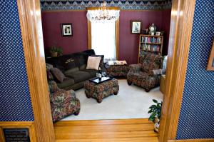 A seating area at Lindsay House Bed and Breakfast