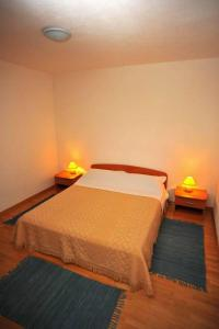A bed or beds in a room at Apartments Dakrijus