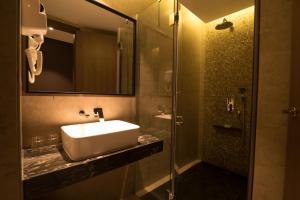 A bathroom at ESKA Hotel